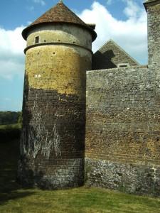 kasteel van Ratilly (Frankrijk), hoektoren